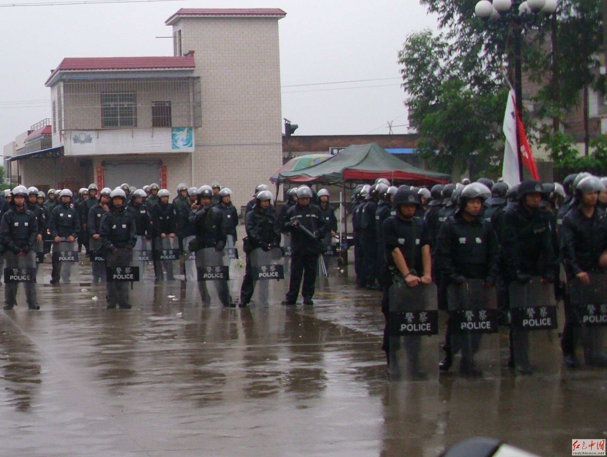Shaoguan City dispatched riot police to suppress the workers on strike
